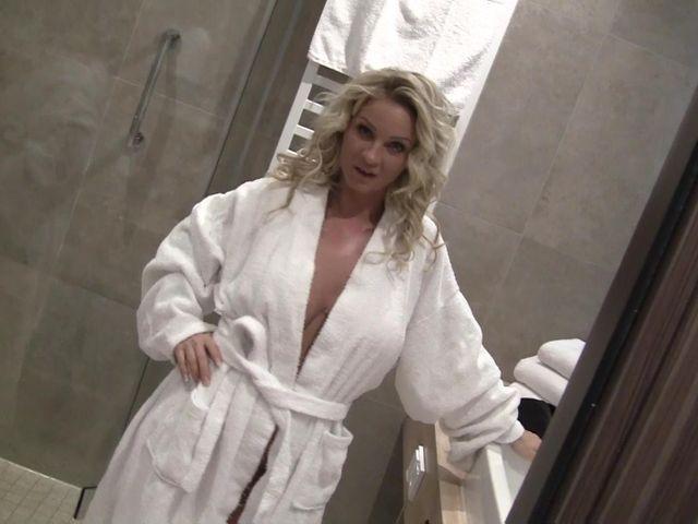 Boss Lady! Hotelpagen abgefickt !