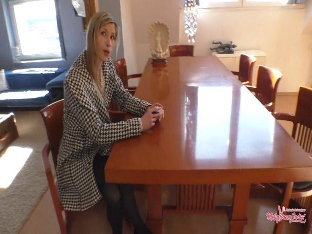 Hättest Du die Chefin der Escort-Agentur im Büro gefickt???