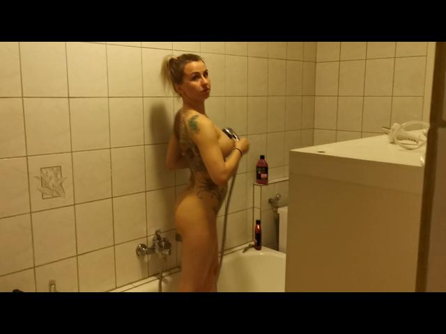 Geil selbst  besorgt in der Dusche und wurde bespannt