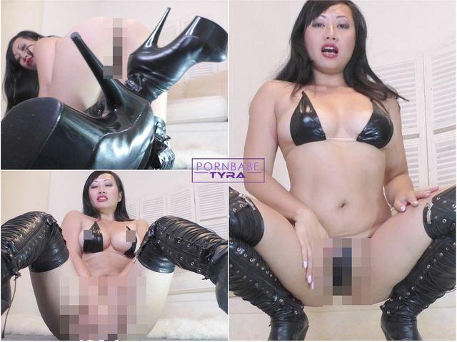 Göttin in Stiefeln kontrolliert deine Lust