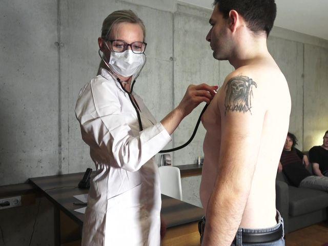 Praxis Dr.Tina – Frau Doktor: Ich muss ficken!!
