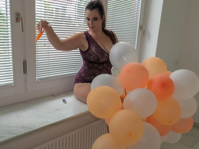 Ballon-Girlande popping fun!