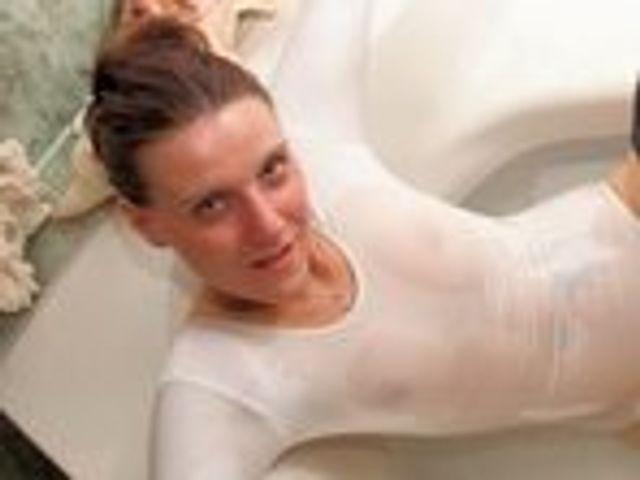 Mit High Heels und Öl in der Dusche TEIL 1