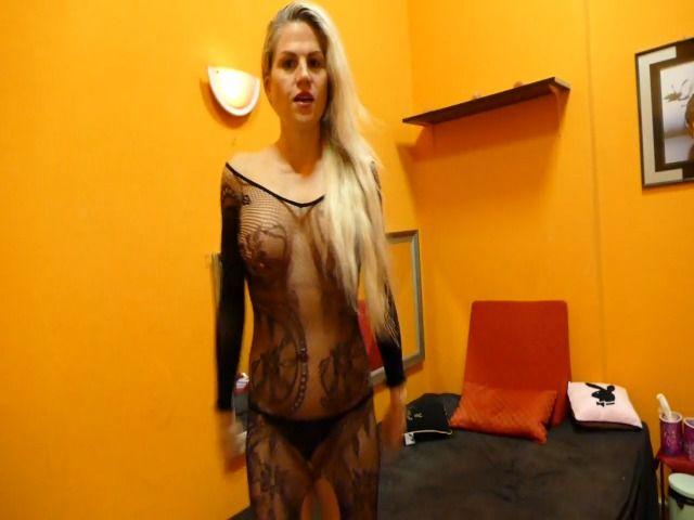 Deine Lady im Nyloncatsuit!