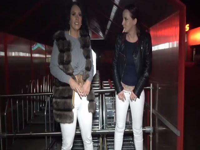 Public-Pissen mit Sarah-Star
